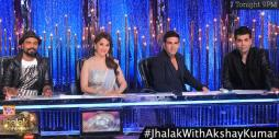 Akshay's elegant pose with judges - picture perfect shot